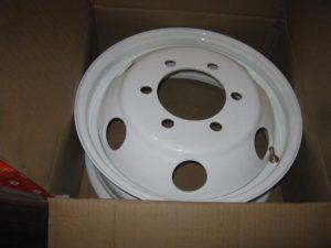 Disk-kolesny`j-stal`noj-GAZEL`-16×5,5-6×170-ET105-DIA130-bely`j-krugly`e-otverstiya-DK-3302-3101015-06